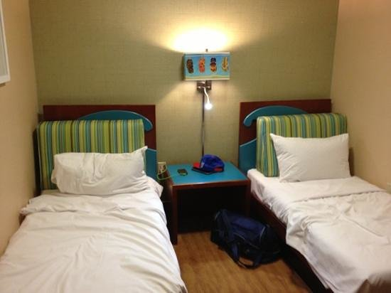 DoubleTree by Hilton Hotel Boston North Shore:                                                       family room kids beds