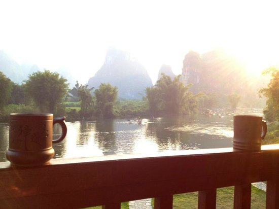 ‪‪Yangshuo Mountain Retreat‬:                   Green tea with a heavenly view