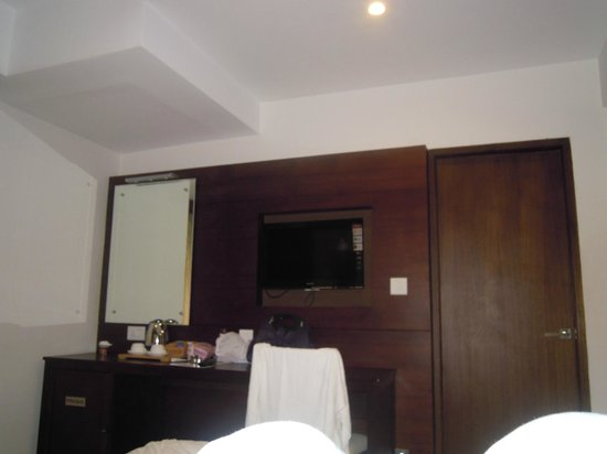 Hotel Holiday Vista:                   Platinum Jewel Room