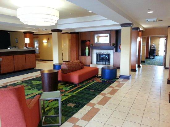Fairfield Inn & Suites Cleveland Avon:                   Hotel Lobby