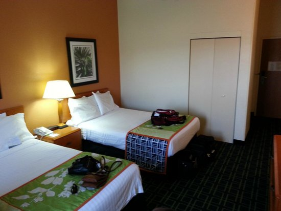 Fairfield Inn & Suites Cleveland Avon:                   Our Room