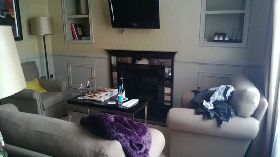 St. James's Hotel and Club:                   Suite 503 Lounge