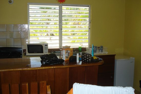Tradewinds Hotel:                                     Kitchenette