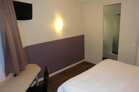 Brit Hotel Caen Est: chambre