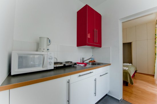 Actilingua Apartment Hotel Pension: Fully Equipped Kitchen