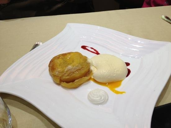 El Hidalgo Restaurante: creo q hojaldre de manzana