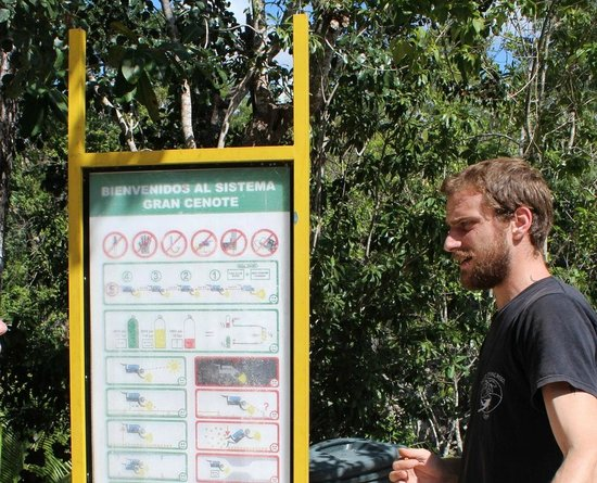 Dream Diving:                   Niels explaining the guidelines for cenote diving