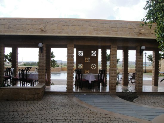 Hotel Rawalkot Jaisalmer:                   Pool and dinning.
