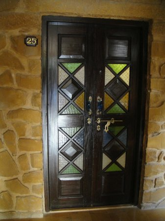 Hotel Rawalkot Jaisalmer:                   Room-entrance.