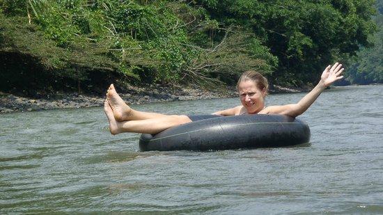 Anaconda Lodge Ecuador: Nuestra amiga Kerstin de Alemania bajando el rio Arajuno en Tubing