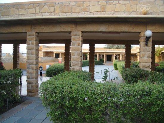 Hotel Rawalkot Jaisalmer:                   Garden.