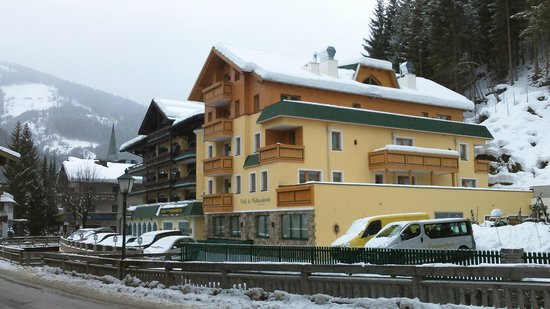 Hotel Bischofsmütze:                   Hotel exterior with the recent extension