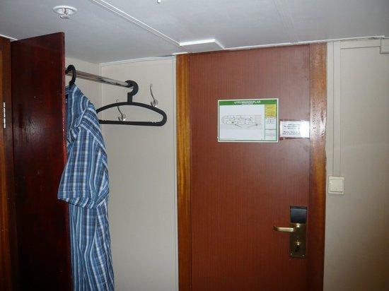 Loginn Hotel:                                     Hanging rail