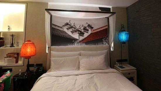 Hotel Indigo Shanghai on the Bund:                                     Chambre deluxe avec vue sur la ville...assez petite