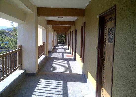 Atithi Resort & Spa: Room Corridor