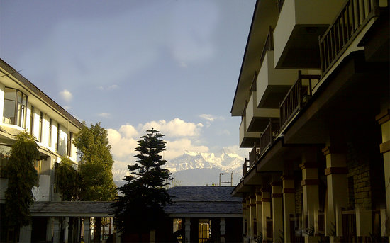 Atithi Resort & Spa : Mountain View form Garden