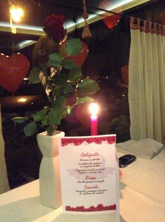 Vetrina allestita per San Valentino - Foto di San Bassiano, Bassano ...