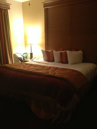 Floridays Resort:                   Master bed