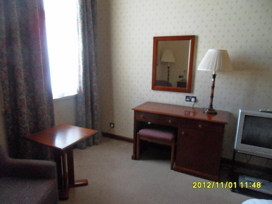 The Vermont Hotel: Another view of room
