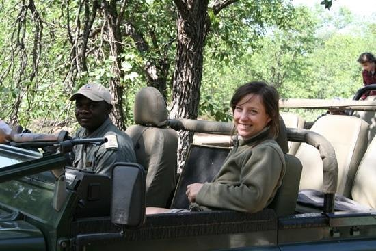 Motswari Private Game Reserve:                   onze gids en tracker tijdens de gamedrives