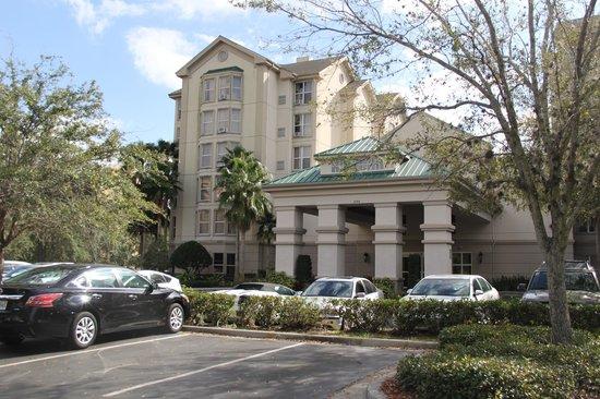 Homewood Suites Orlando-International Drive/Convention Center:                   Vista da entrada do Hotel...