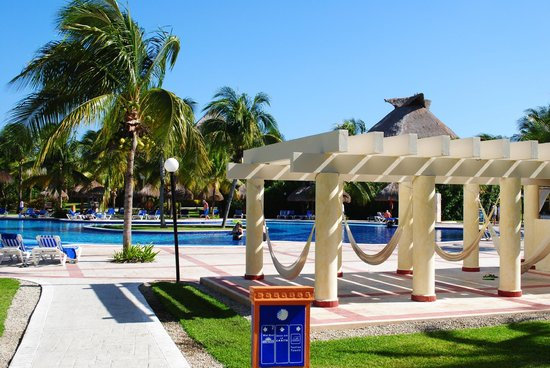 Grand Bahia Principe Coba:                   hammocks by the pool