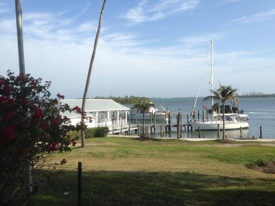 Cabbage Key Inn:                                     the waterfront at the inn