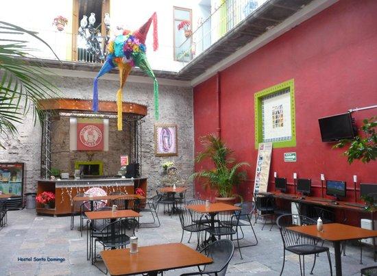 Hostal Santo Domingo:                   the covered courtyard/breakfast place of hostel Santo Domingo