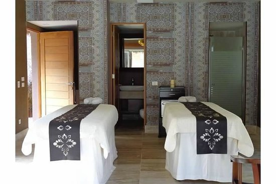 Sanctuary Cap Cana by AlSol:                                                       Spa for couples room