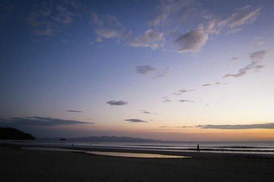 Parque Maritimo el Coco:                   Sundown is Playa El Coco.