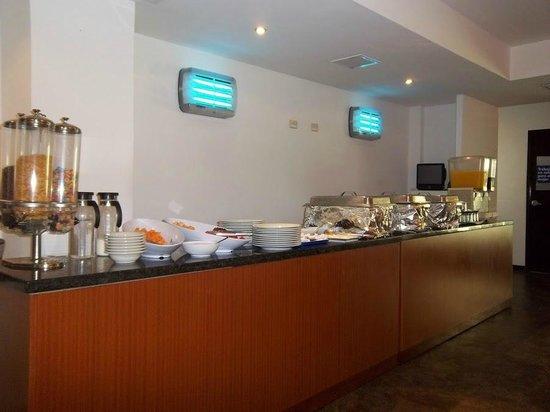 Hotel HEX: Breakfast buffet.