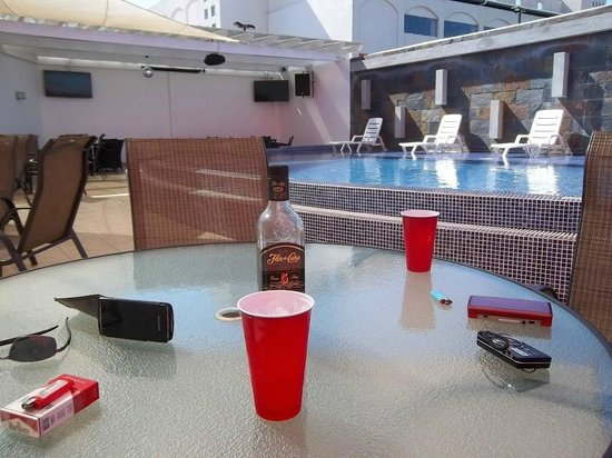 Hotel HEX: Tables at pool area.