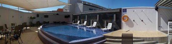 Hotel HEX: Pool area. Great sun exposure.