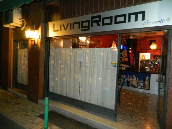 Living Room Bar :                                     esterno del locale