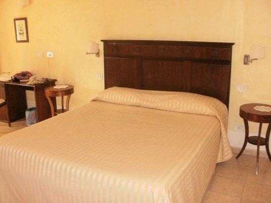 Hotel Il Melograno:                                     il letto