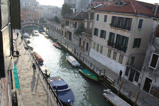 Residence Palazzo Odoni :                   La vista sul canale