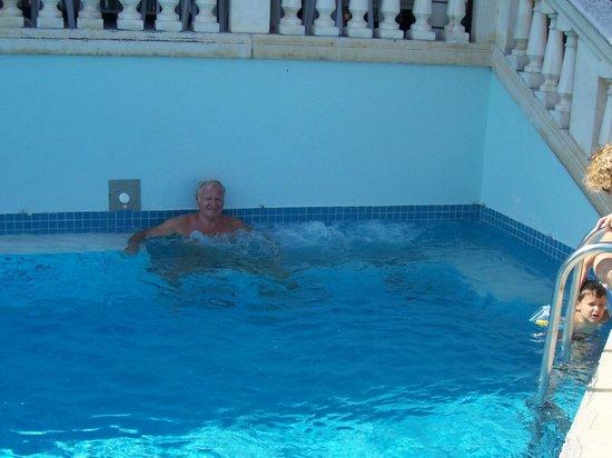 Residence Hotel Rex : Secondo idromassaggio piscina