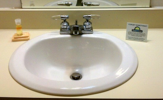 Days Inn Dayton South: Sink Area