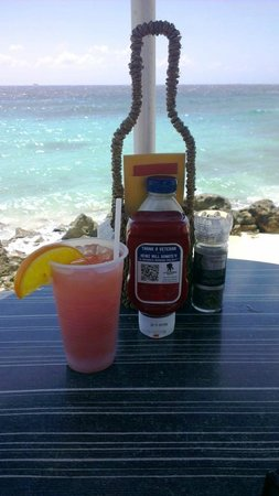 كوراكاو ماريوت بيتش رزورت أند إميرالد كازينو:                   the pool-beach bar                 