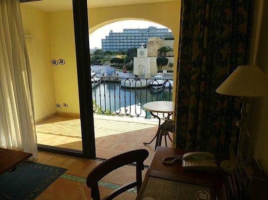 Hilton Malta:                   Balkon mit Blick zum Yachthafen
