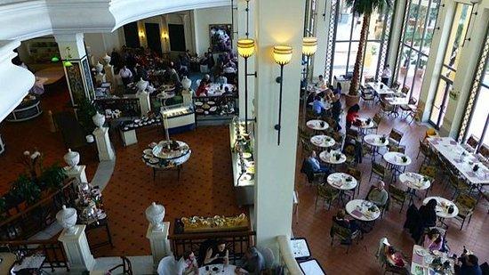Hilton Malta:                   Frühstücksbereich