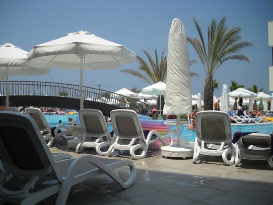 Sunwing Side Beach:                   The nice pool with chairs and umbrellas