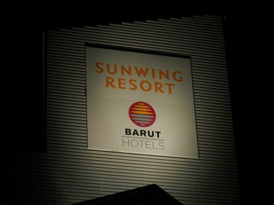 Sunwing Side Beach:                   The hotelsign