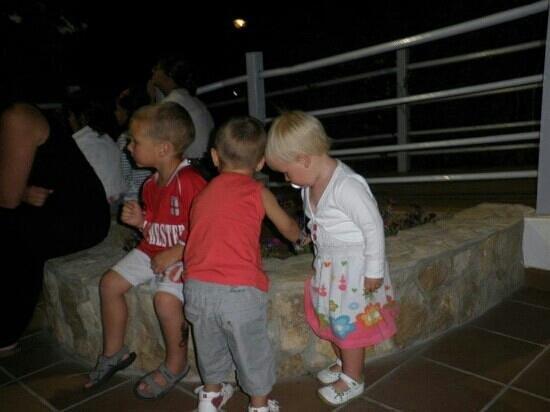 Yelloh! Village Turiscampo:                   een avondje uit met vriendjes