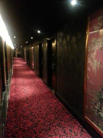 Orchard Hotel Singapore: Corridor