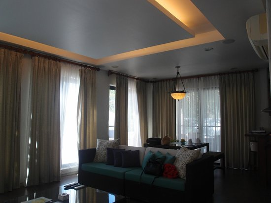 Bellarocca Island Resort and Spa:                   living room and dining area