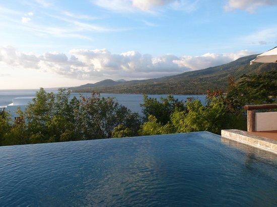 Bellarocca Island Resort and Spa:                   infinity pool overlooking ocean and mt. malindig