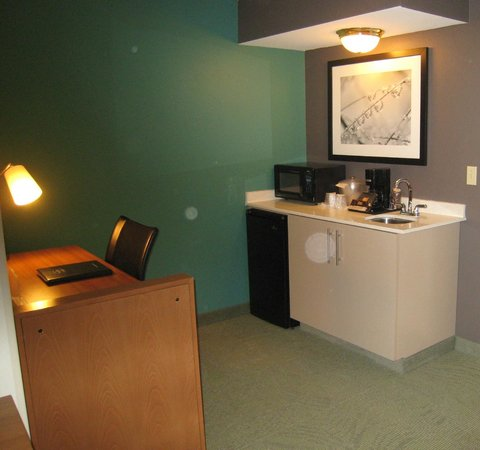 SpringHill Suites Phoenix North:                   Desk & kitchen area
