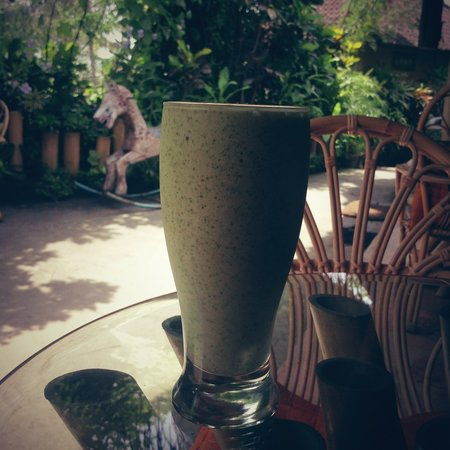 Yellow Flower Cafe :                   fresh and yummy Green Smoothie :) another favorite