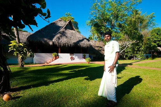 Marari Beach Resort:                   Poolside